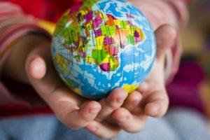 世界は君の手の中にある