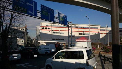 バス停から見える崎陽軒工場